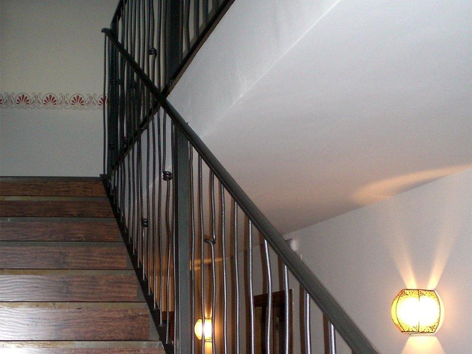 Forja cerramiento taller hermanos plazataller hermanos - Escaleras de forja interiores ...