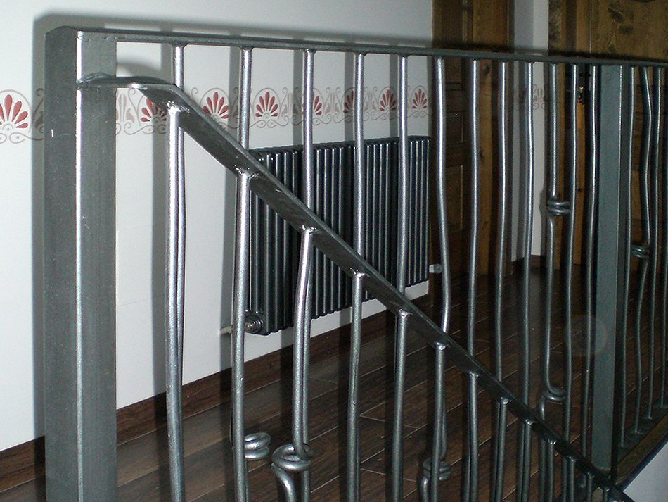 Forja cerramiento taller hermanos plazataller hermanos - Barandillas de forja para escaleras de interior ...